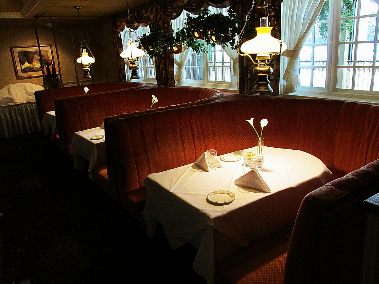 Regency dining room 1315 r gent street fredericton for Regency dining room